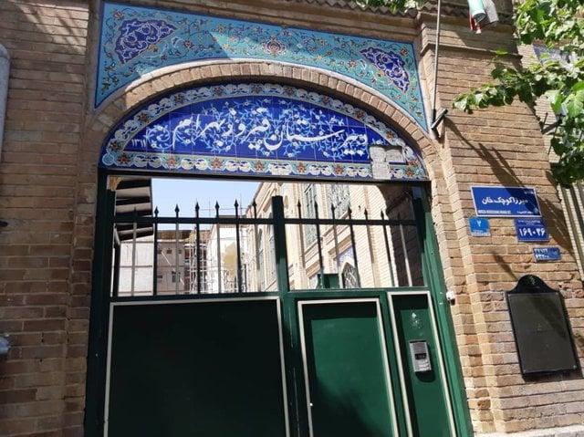 ستونهای دبیرستان فیروزبهرام جابهجا شد.