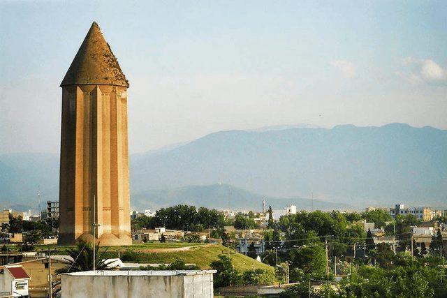 برج قابوس میراث تنها و گوشهگیر