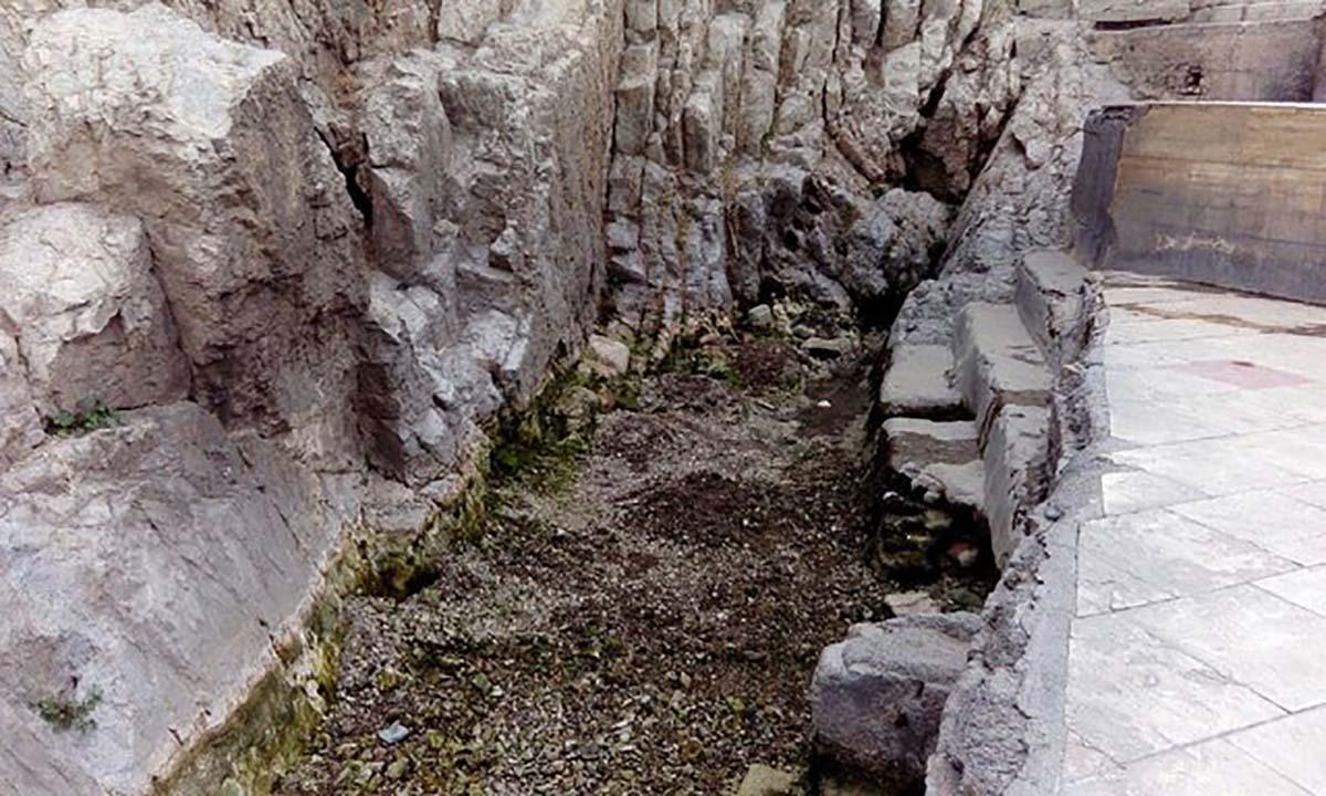 آب چشمه علی خشک نشده است