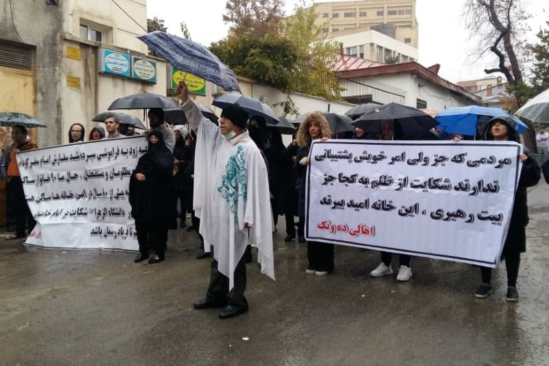 حسینیۀ دهونک، مرکز دفاع از حقوق مردم در مقابل دانشگاه الزهرا شد، شورای شهر و مجلس در این خصوص منفعل بودند.