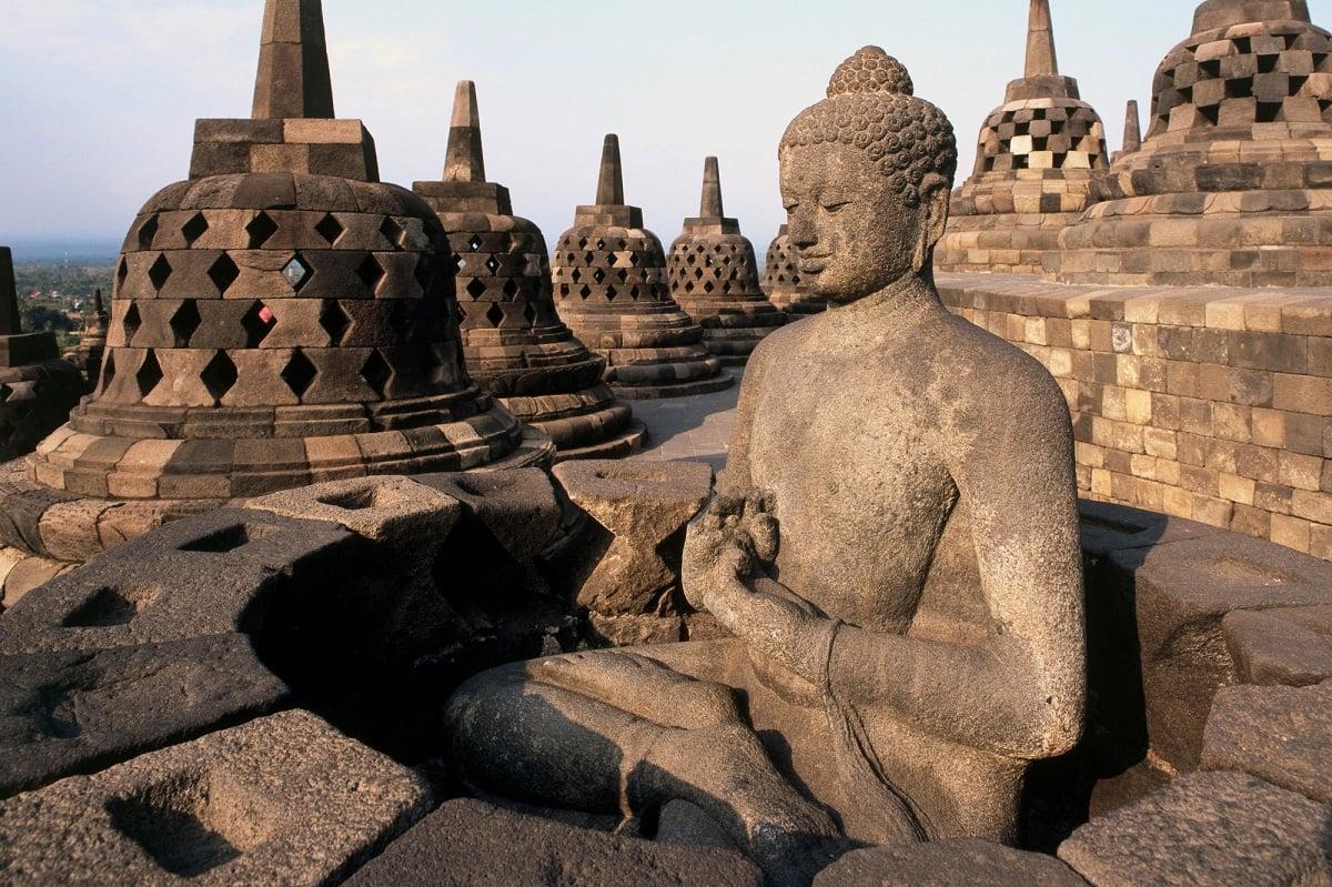 تأثیر متقابل آیین بودا و معماری معابد آن