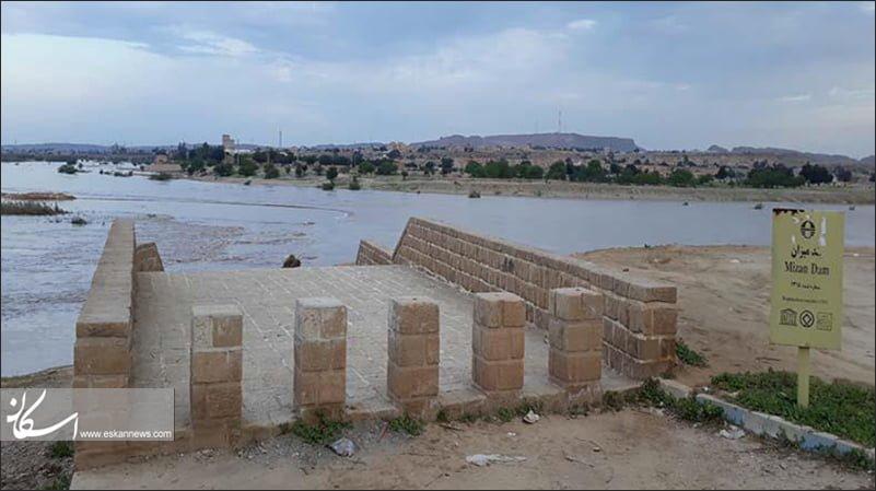 سیلاب «بند میزان» شوشتر را زیر آب برد