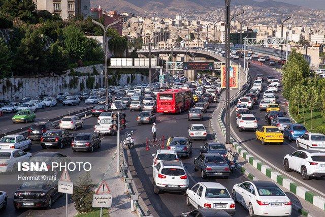 ارزیابی تأثیر شاخصهای فرم شهری بر میزان استفاده از اتومبیل شخصی در مناطق شهر تهران