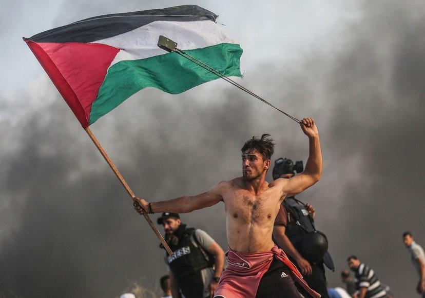 نقد عکس «مصطفی حسونا» از جوان فلسطینی در مرز غزه