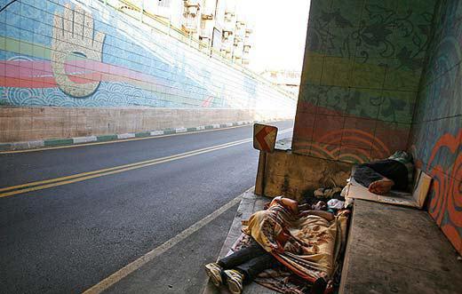 توزیع نامتوازن فضا در تهران، پرتکردن فقر به بیرون از شهر