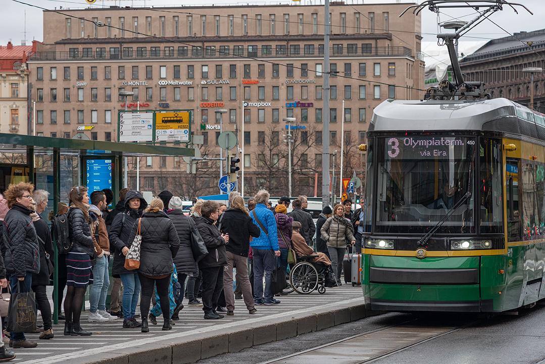 حمل و نقل رایگان کافی نیست، سیستم حمل و نقل عمومی باید به عنوان یک حق دیده شود.
