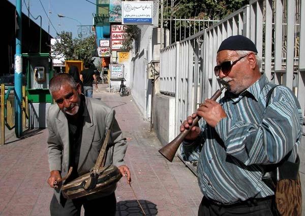 نوازندگان دوره گرد، منظر موسیقایی رو به فراموشی
