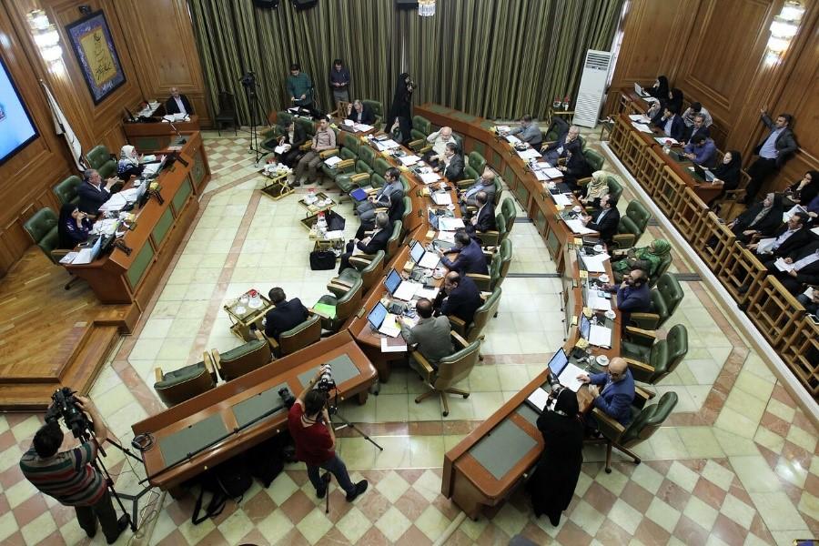 احزاب سیاسی، شهر تهران را به گروگان گرفته اند.