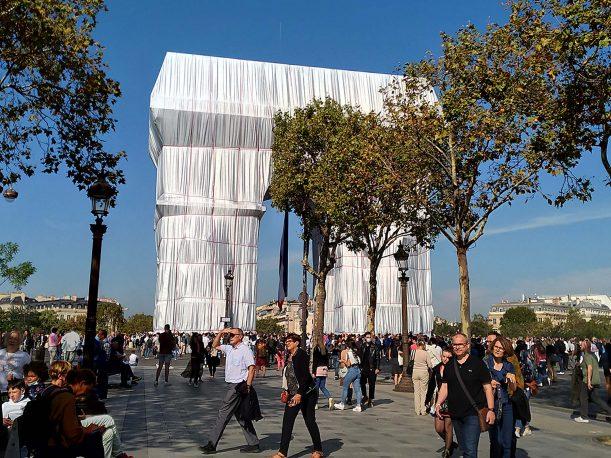 بسته بندی تاق نصرت پاریس، هنر پنهان کردن، هنر آشکار ساختن